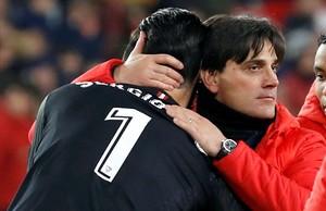 Vicenzo Montella felicita a Sergio Rico al término del partido contra el Leganés.
