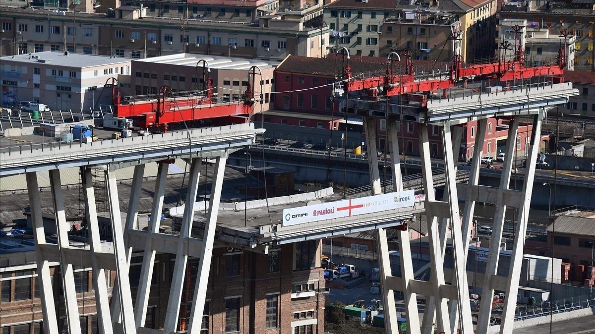 vista-general-las-labores-demolicion-del-puente-morandi-genova-1550689050733.jpg