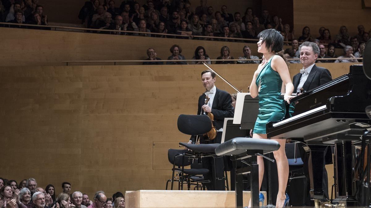 Yuja Wang junto a la Chamber Orchestra of Europe durante su actuación en el Auditori.