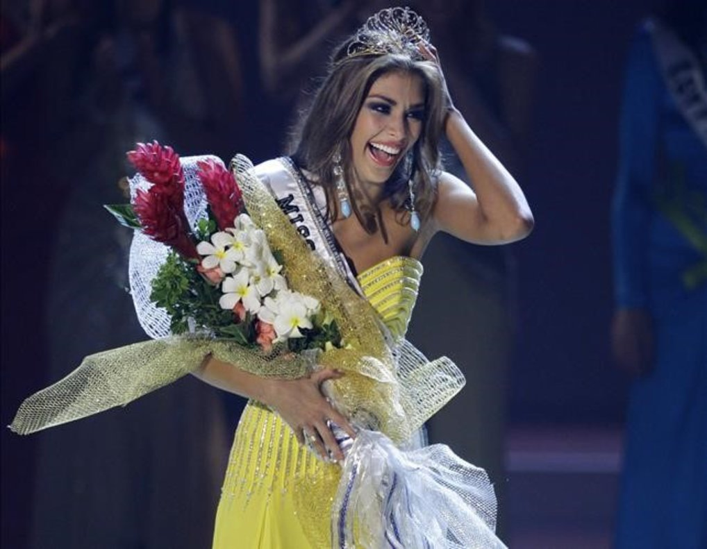 Dayana Mendoza, en el 2008, al ser proclamada vencedora del concurso Miss Universo.