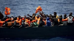 Al menos 116 migrantes desaparecidos en un naufragio frente a Libia