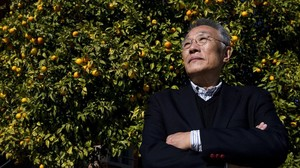 El escrito surcoreano Hwang Sok-Yong durante su visita a Barcelona.