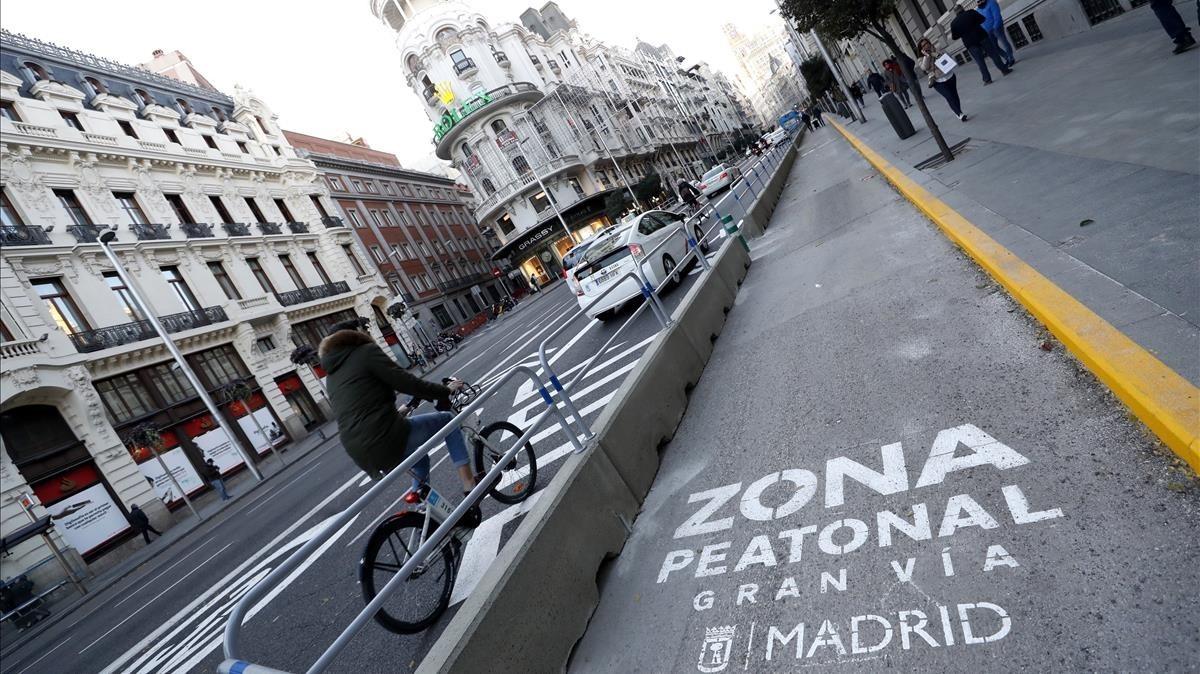 Los madrileños decidieron en referéndum ampliar las aceras de la Gran Vía.