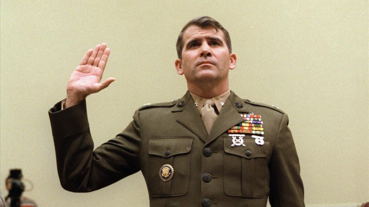 Un militar acusat per l''Irangate' presidirà l'Associació del Rifle
