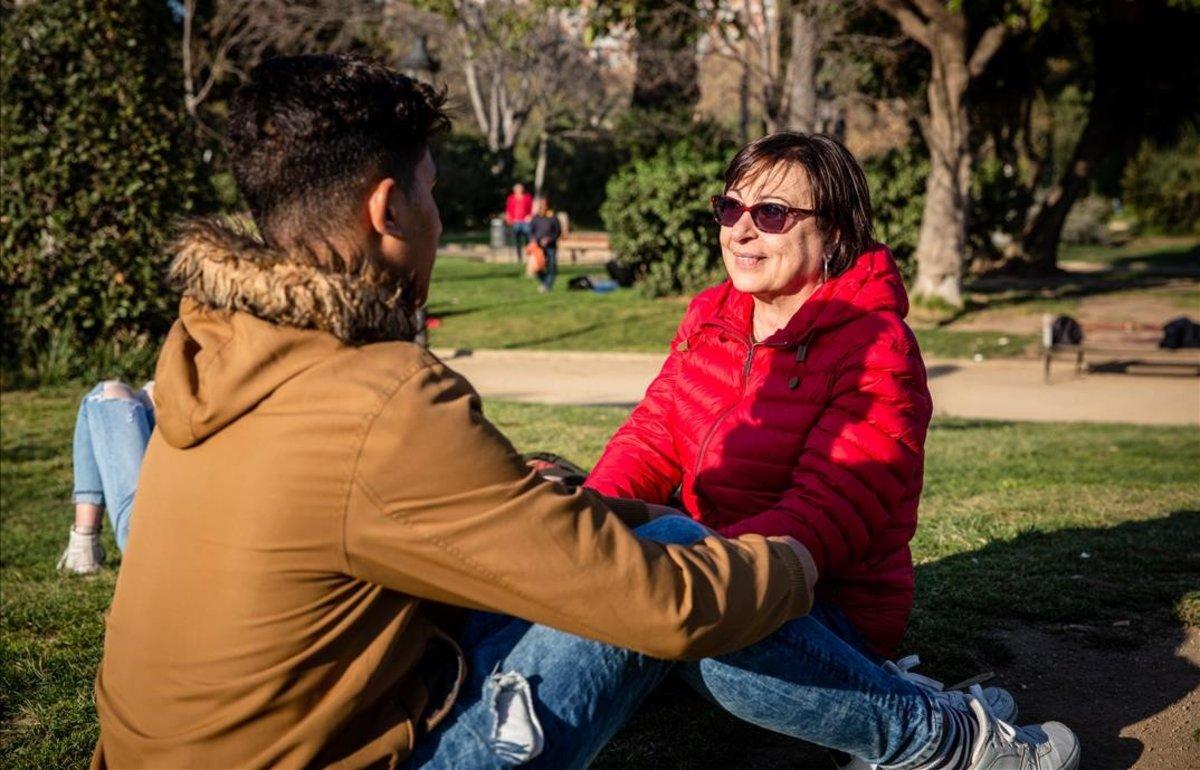 La història de la Gloria i el seu fillol migrant, l'Ismail