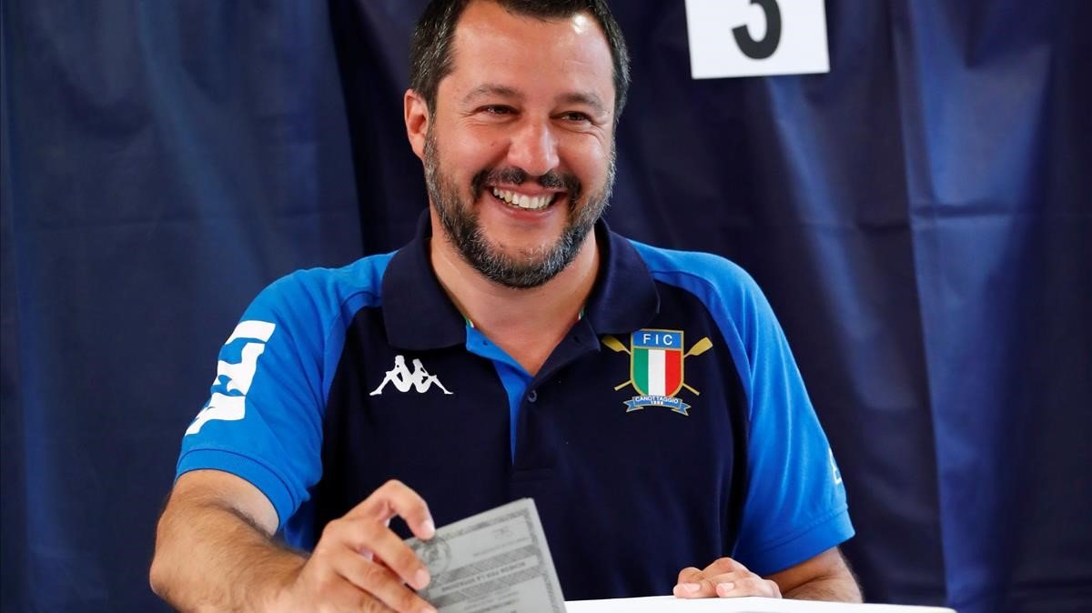Matteo Salvini votando en Milán (Italia) para las elecciones europeas.