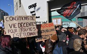 Un universitari francès es crema com un bonze per denunciar la seva precarietat