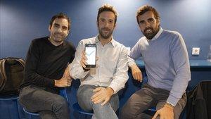 Los fundadores de Mutter, Christian Rodríguez (jersey negro) y Guillermo Gaspart (jersey azul) acompañados del director de operaciones, Cristian Pujó