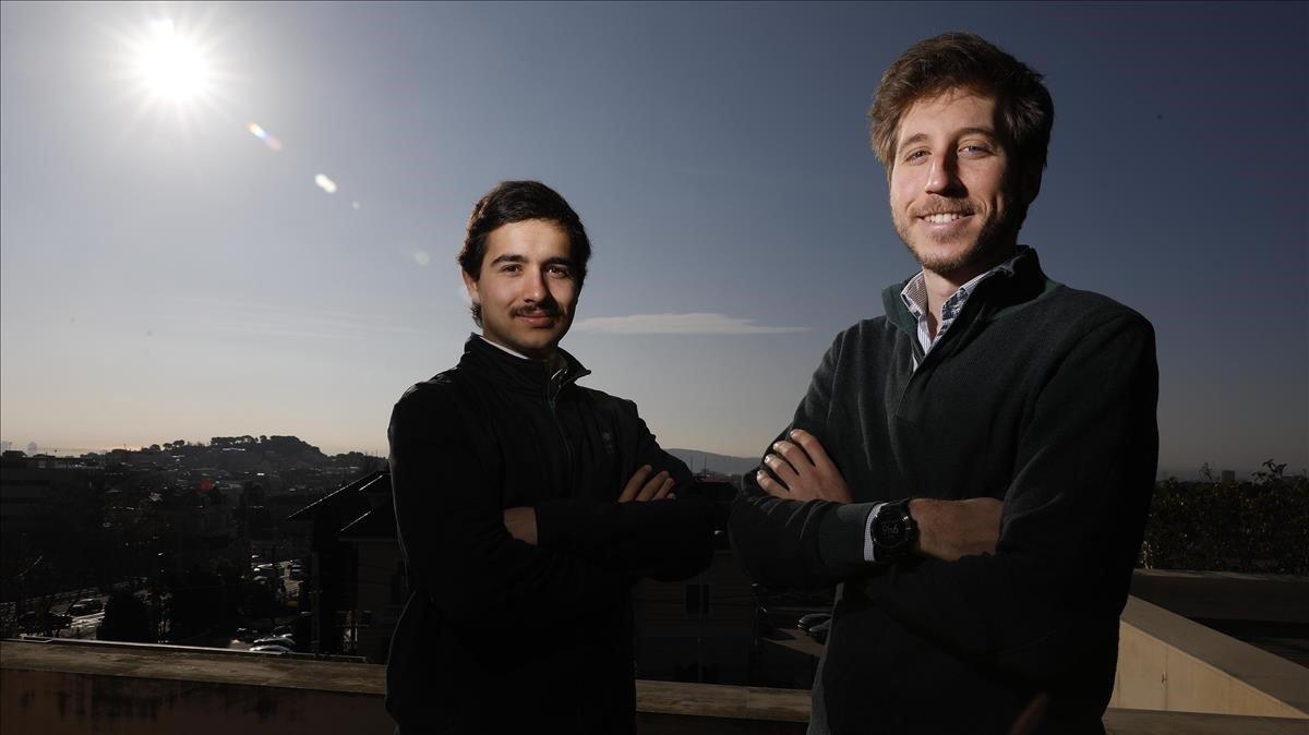 Alejandro Albert, country manager para España y Alberto Raventós (a la izq.), del departamento de marketing de Infraspeak, la empresa de Porto que ha abierto una de sus filiales en Barcelona, tras participar en el Barcelona Discovery Programme.