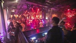 Ambiente en una discoteca de Barcelona, el pasado lunes.