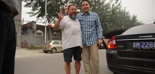 Pu Zhiqiang (derecha), junto al artista disidente Ai Weiwei, en Pekín, el 20 de julio del 2012.