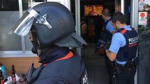 Els Mossos i la Urbana irrompen en tres bars conflictius de Nou Barris