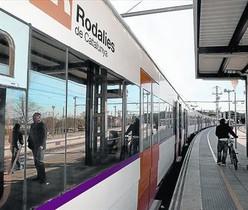 Parada a Blanes 8 Un dels trens de Rodalies que cobreixen el trajecte Figueres-Mataró, ahir.