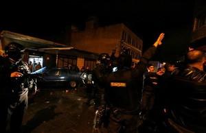 dcaminal36660348 jordanian policemen stand guard in the vicinity of kerak cas161218174905