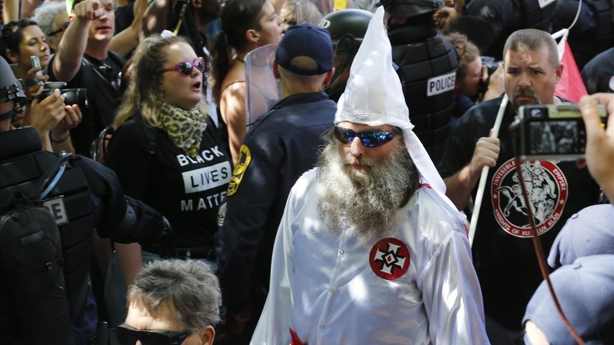 Miembros del KKK en la manifestación de Chralottesville en Virginia