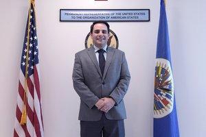 El embajador de EE UUante la Organizacion de Estados AmericanosOEACarlos Trujillodurante una entrevista con Efeen la sede del Departamento de Estadoen WashingtonDC.EFE Lenin Nolly