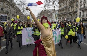IA protester dressed as a  Marianne  the French Republic s national symbol - takes part in a protest march during a women s  Gilets Jaune   Yellow Vests  between Place de la Bastille and Republique  in Paris  France   Protestas  Francia  EFE EPA IAN LANGSDON