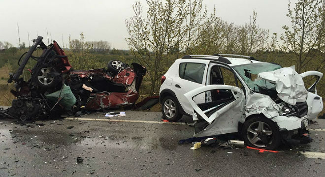 Set persones han mort i una ha resultat ferida greu en el xoc entre dos vehicles a la N-2 aPont de Molins (Alt Empordà), a prop de Figueres,