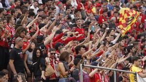 La afición del Nàstic, feliz por la victoria ante el Osasuna.