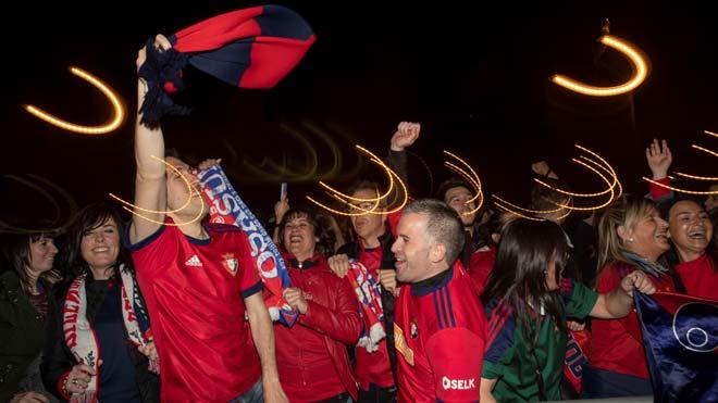 La afición de Osasuna celebra el ascenso del equipo a Primera División.