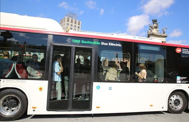 El bus eléctrico BYD K9 en plaza de Espanya.