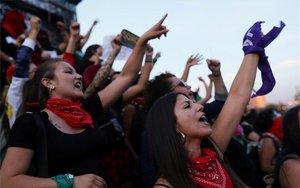Protestas de feministas en las calles de Chile.