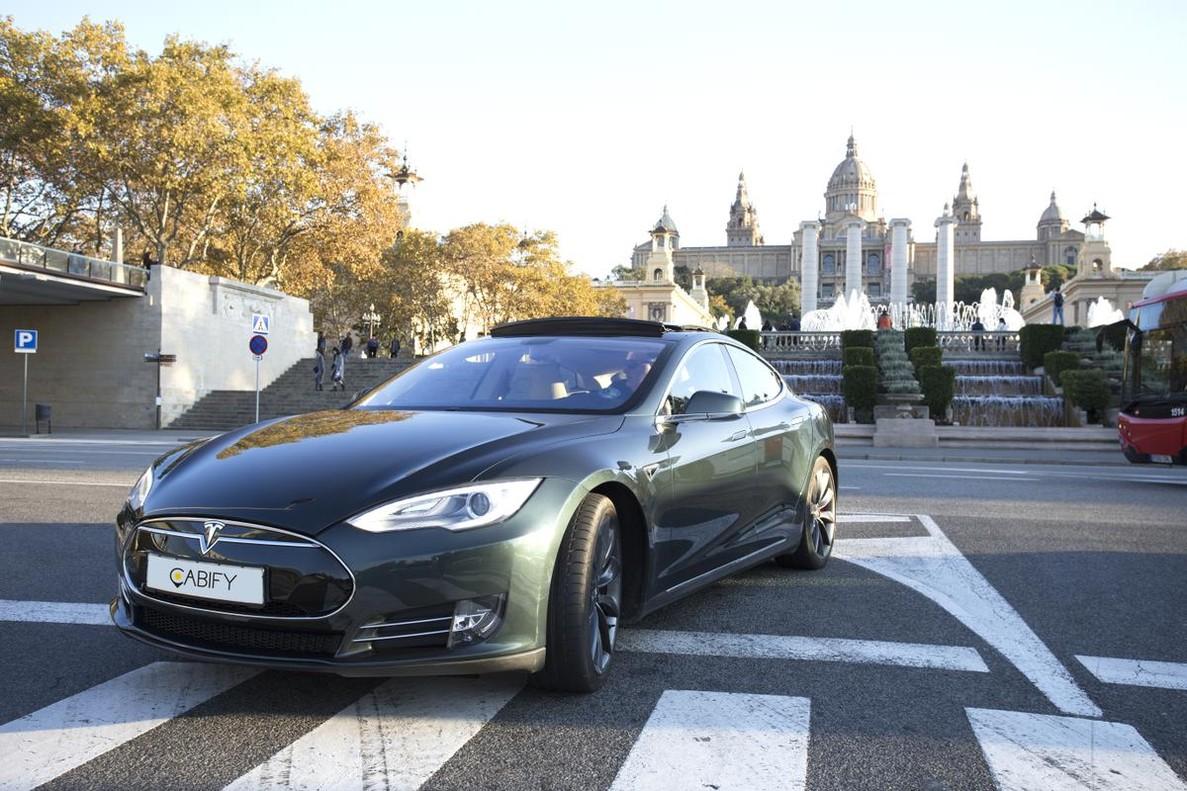 La nueva normativaregulará la actividad de servicios como Uber o Cabify