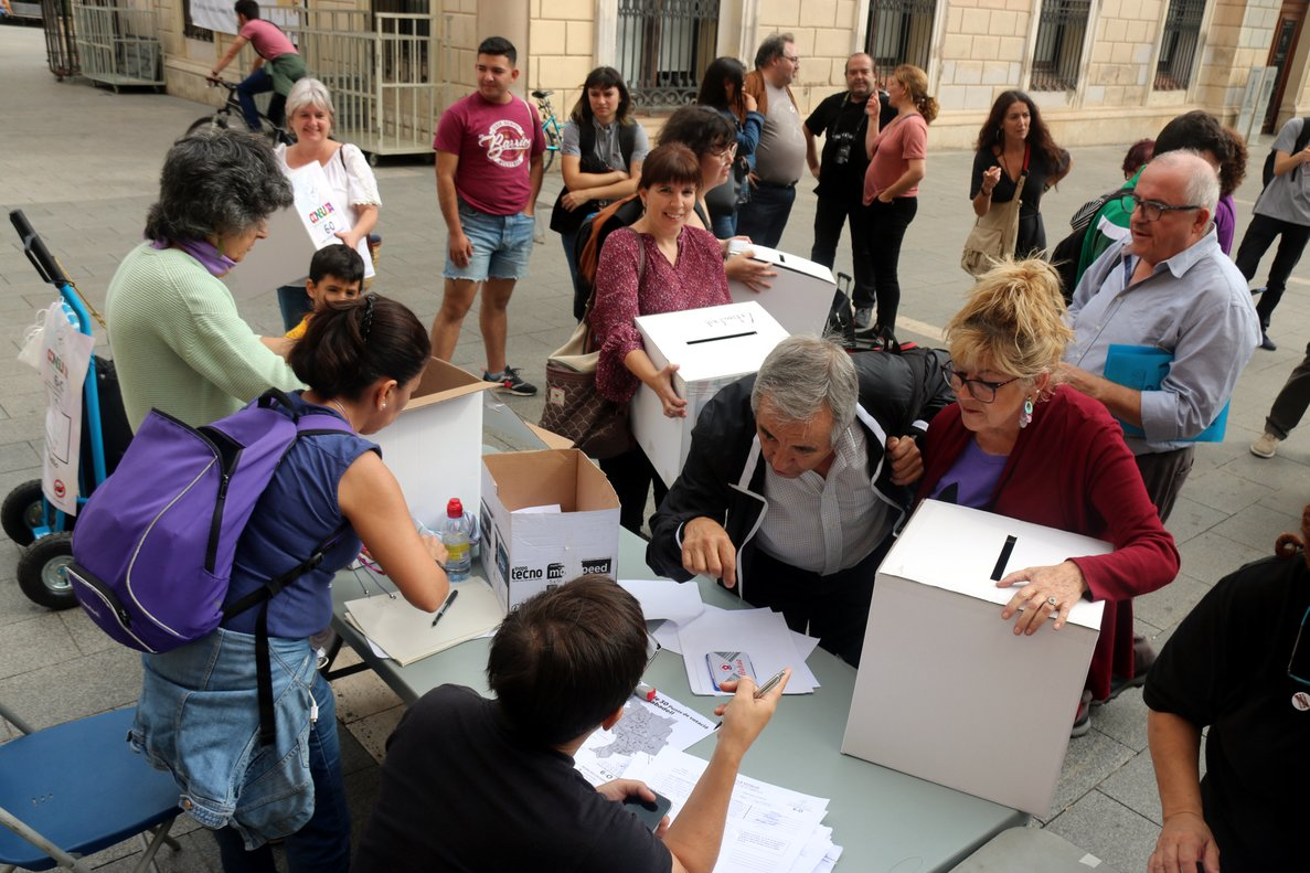 Consulta entre monarquía y república en Sabadell.