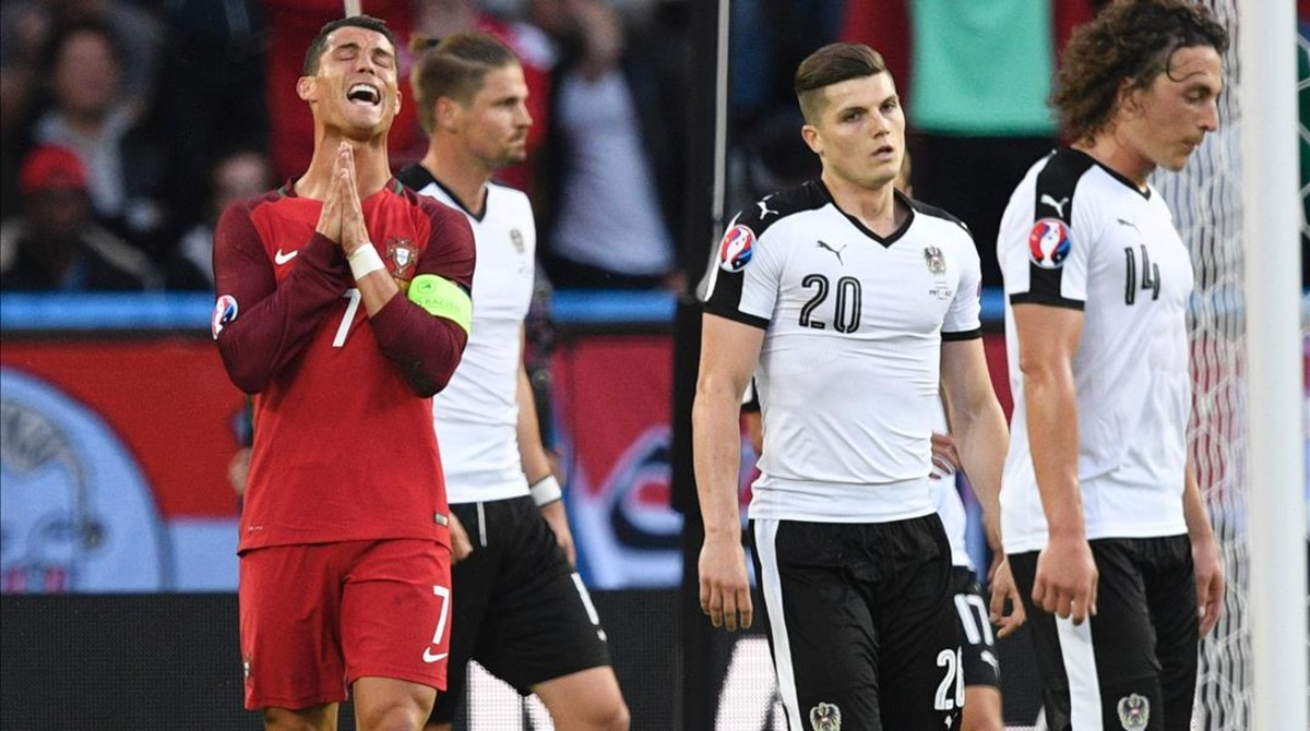 Cristiano Ronaldo se lamenta tras fallaruna de las mútiples ocasiones perdidas.