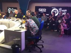 Carles Francino, durante la jornada de puertas abiertas de la Cadena SER, con motivo del Día Mundial de la Radio.