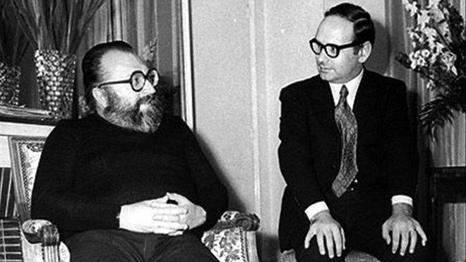 El director Sergio Leone, a la izquierda, junto al compositor Ennio Morricone.