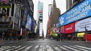 Panorámica de una casi vacíaTime Square, en Nueva York,hoy viernes.