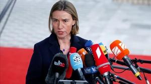 La jefa de la diplomacia europea, Federica Mogherini, inicia los contactos con la Administración de Trump.