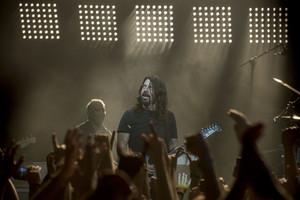 Los Foo Fighters, con Dave Grohl en primer plano, durante su actuación en la sala Barts.