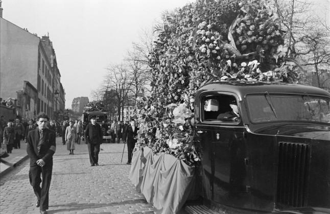 Foto tomada por Boix del entierro en París, el 27 de marzo de 1946, de Francisco Largo Caballero, expresidente de la República.