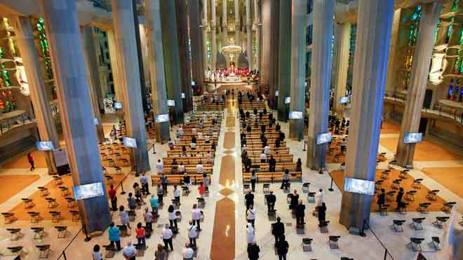 La Generalitat expedientará al Arzobispado por la misa de la Sagrada Familia (en la foto).