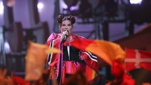 La israelí Netta, ganadora de Eurovisión en el 2018, cantando 'Toy'.