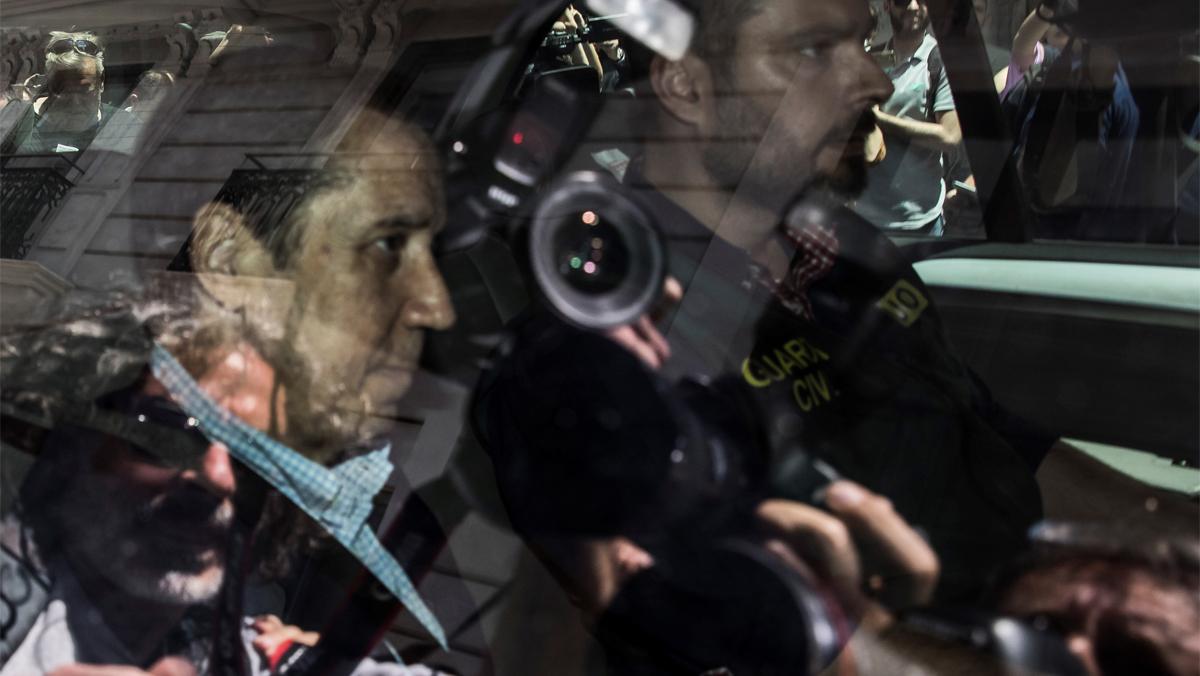 La Guardia Civil traslada a Zaplana a Benidorm para nuevos registros
