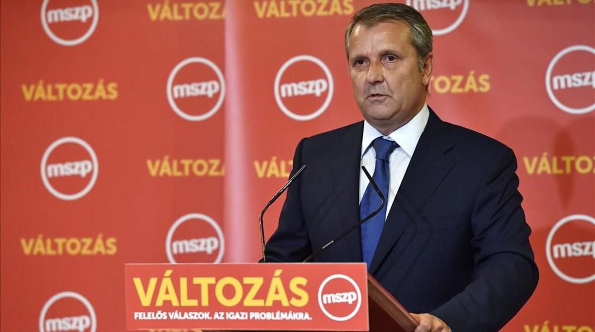 Gyula Molnar, presidente del Partido Socialista húngaro MSZP, durante una rueda de prensa, en Budapest, este domingo.