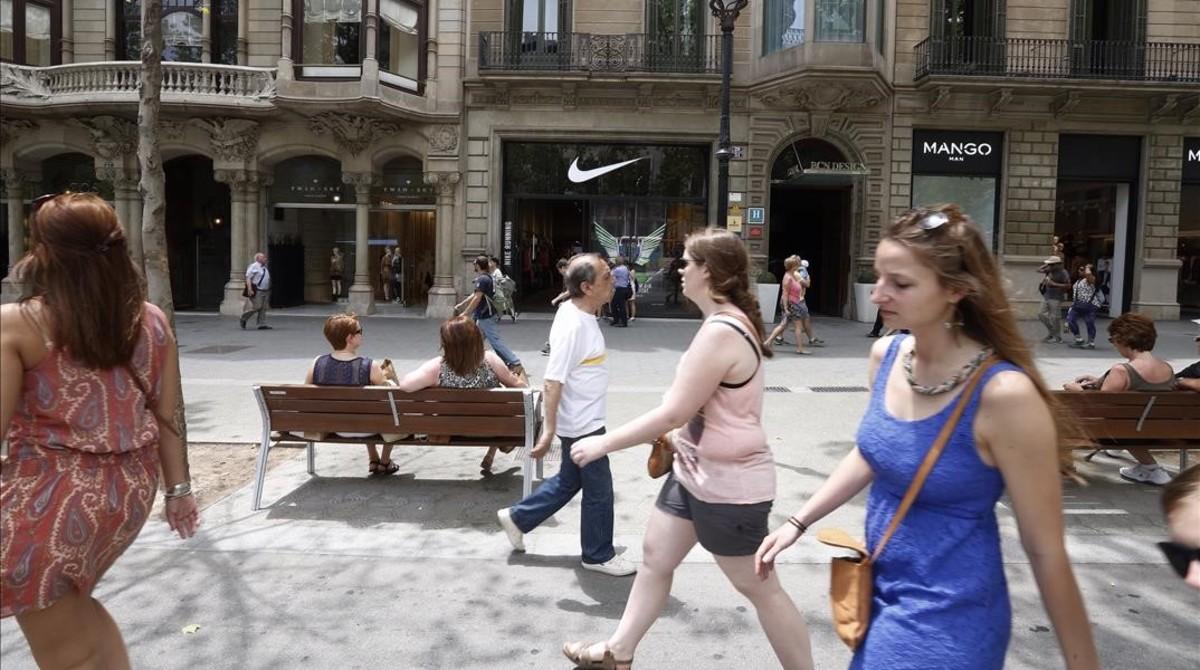 Paseo de Gràcia, donde un 95% del comercio pertenece a cadenas y franquicias.