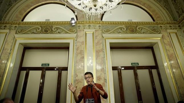 Íñigo Errejón comparece en el escritorio del Congreso de los Diputados.