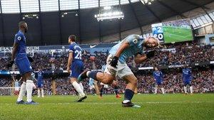 Kun Agüero celebra uno de sus goles al Chelsea en el Etihad Stadium del Manchester City.