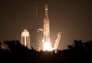 Lanzamiento del cohete Falcon Heavy, con 24 satélites a bordo, este 25 de junio en Florida.