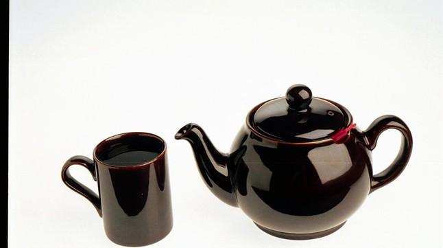 Recipiente para preparar una infusión de té verde.