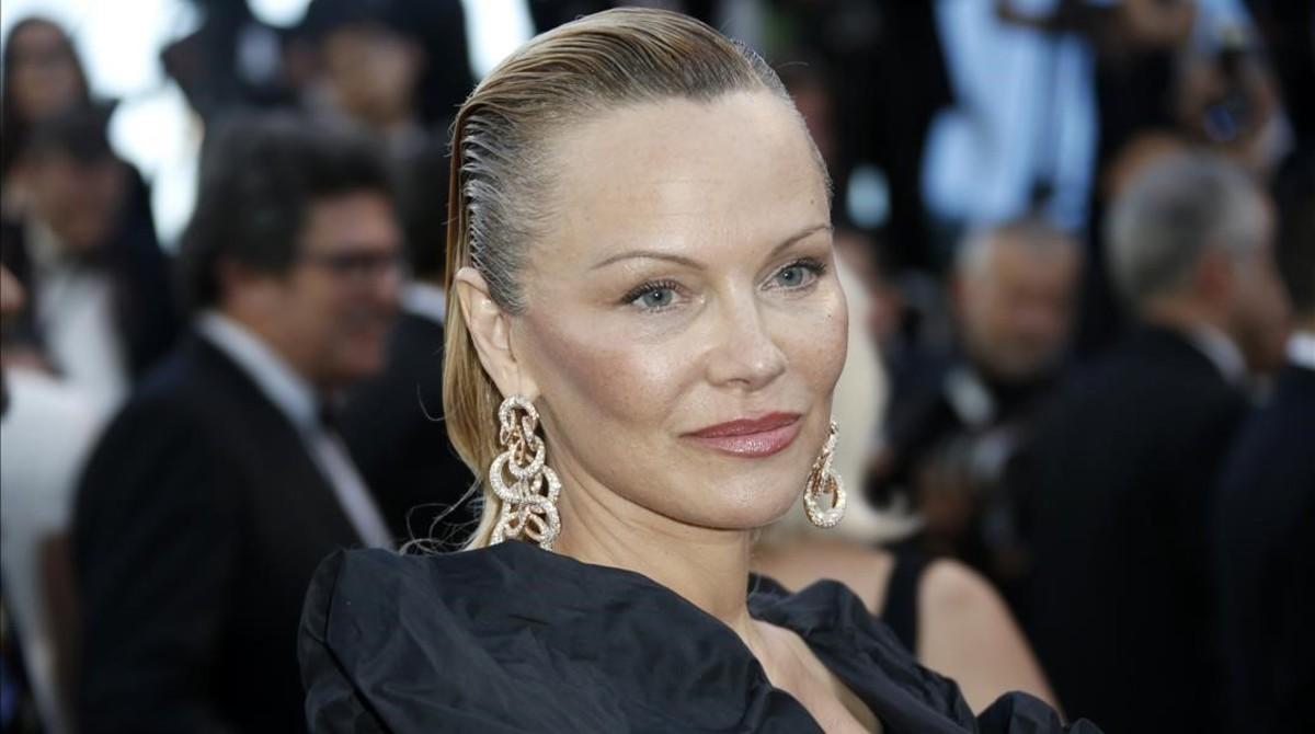 La actriz canadiense Pamela Anderson en la alfombra roja del festival de Cannes 2017.