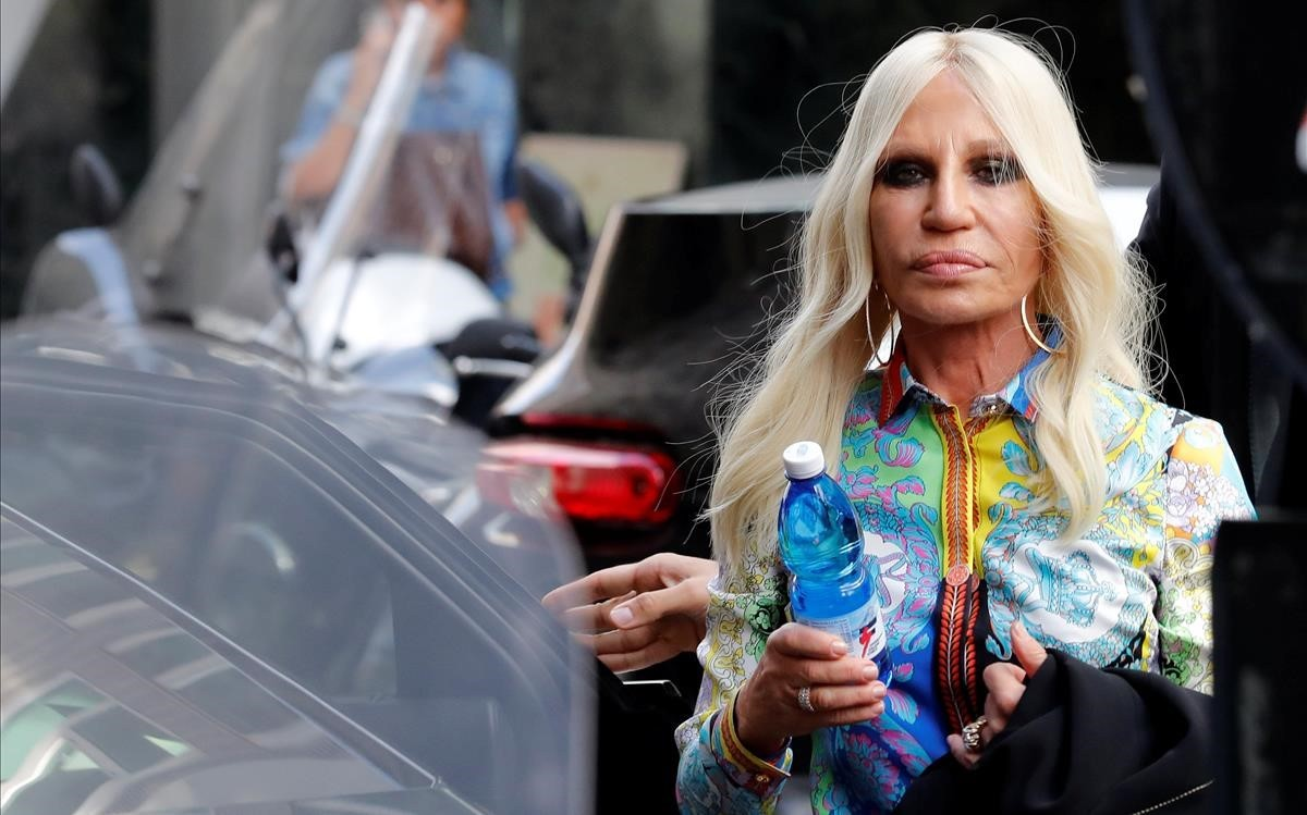 5af66f4c9de76 Michael Kors se queda Versace por 1.830 millones de euros