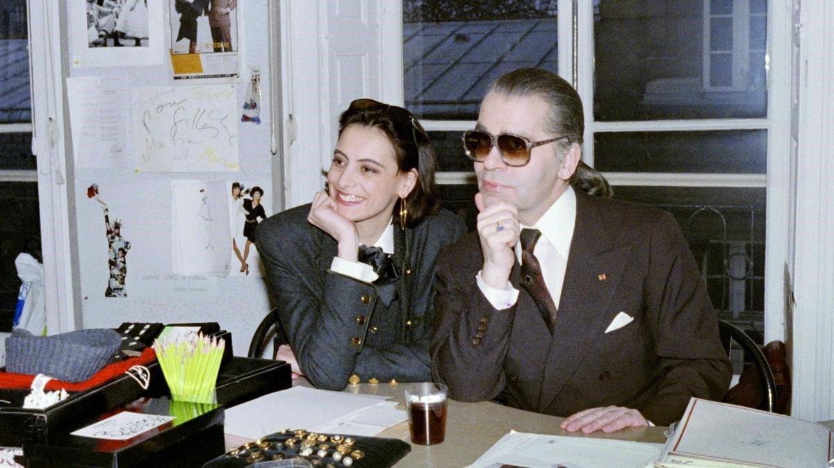 Lagerfeld, con Inés de la Fressange en 1987.