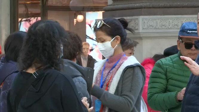 Personas con mascarilla para minimizar el riesgo de infección.