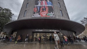 Los grandes centros comerciales, como El Corte Inglés, se suman a las rebajas.