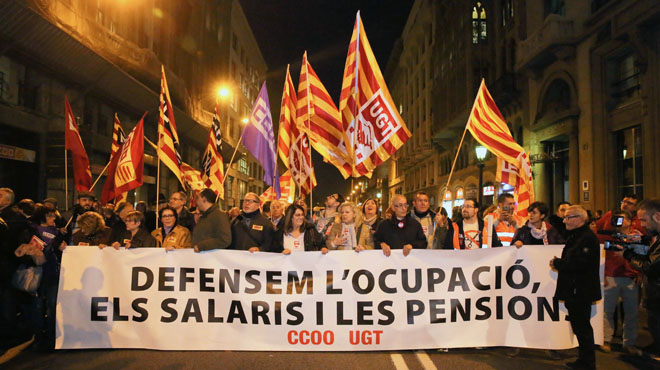 En cabeza de la manifestacion sindical,CO.OO. y UGT en la Vía Layetana.